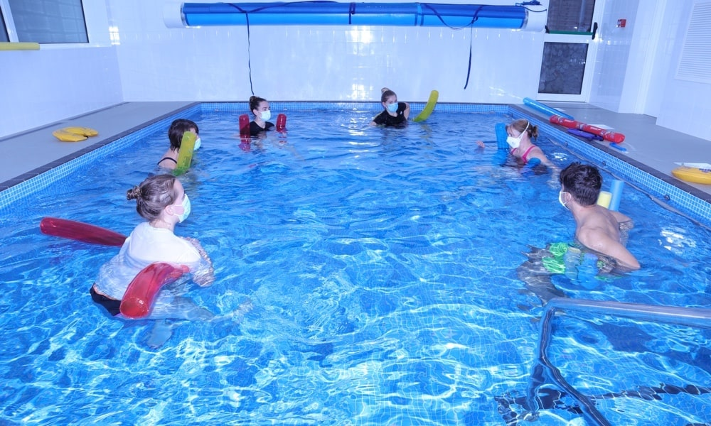 Hydrotherapy and Aquatic Physiotherapy in the pool at Lymden Hydrotherapy and physiotherapty Clinic in Reigate in Surrey